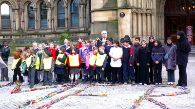 Children from Cheethams Community Primary School presenting the Lord Mayor of Manchester with their Snakesticks, MerzMan project, 2006.