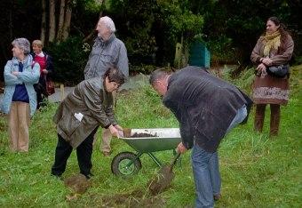 Planting the Hanover willow, KS07