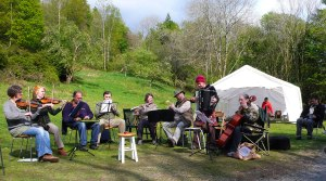 Sunday afternoon at Cylinders: the Lakeland Fiddlers perform.